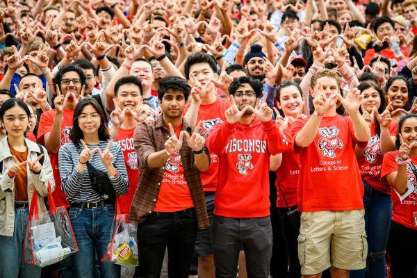 """UW Students display the """"W"""" handsign"""